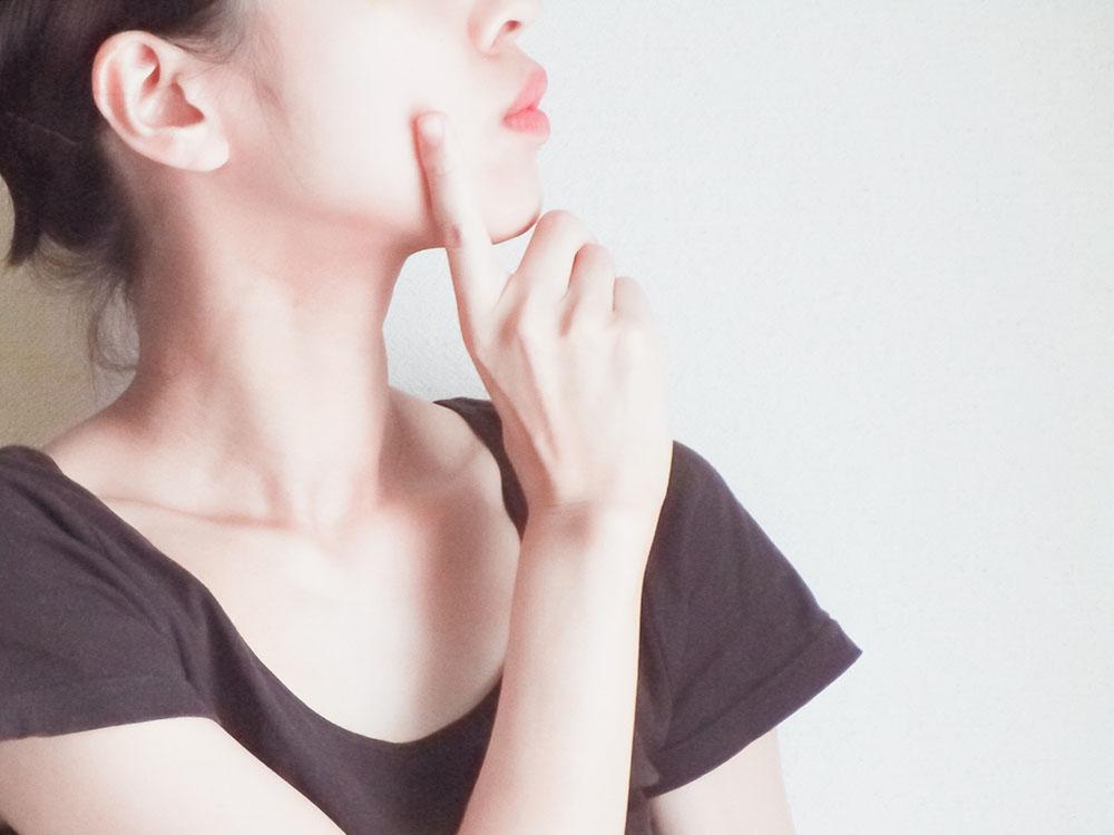 頬の「たるみ毛穴」は加齢のサイン!?毛穴がたるむ原因とハリを取り戻す方法