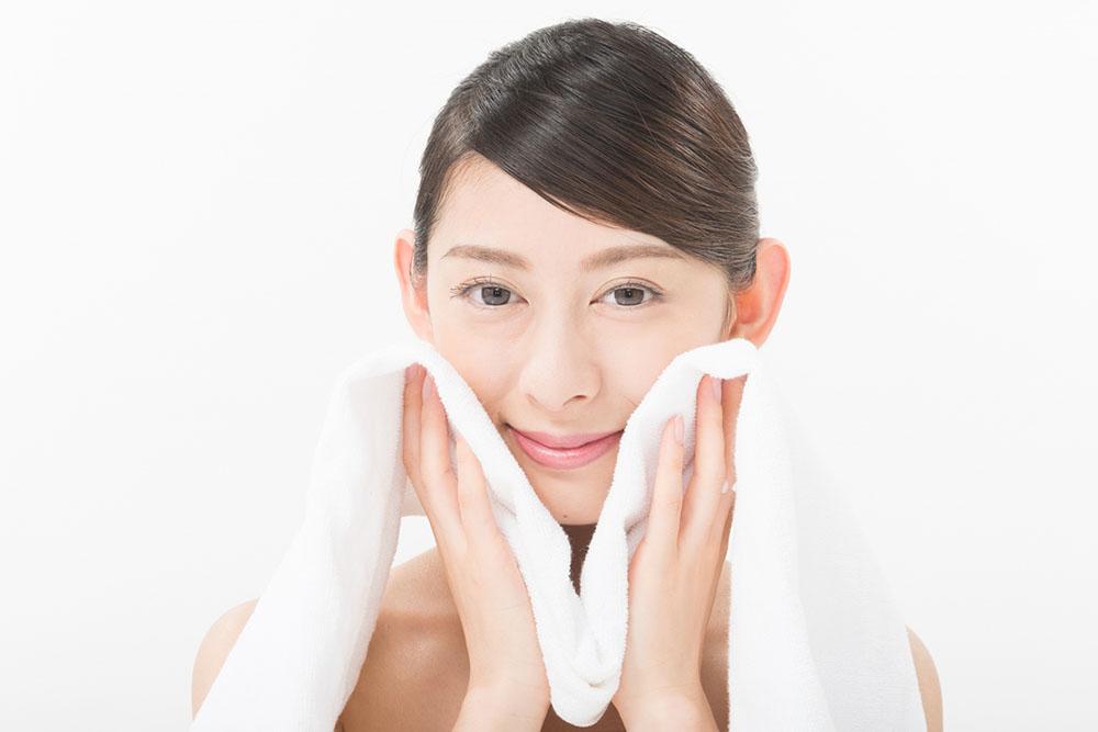 たるみ毛穴の改善はクレンジングと洗顔