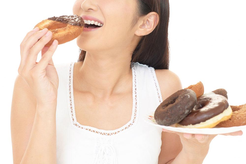 もしかしてお菓子中毒!?糖質依存を抜け出す方法を伝授!