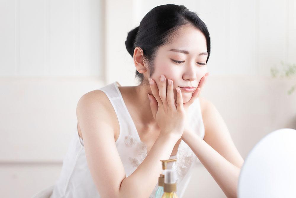 テカリの原因、もしかして乾燥かも?インナードライ肌の見分け方と改善方法を伝授!