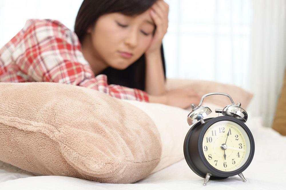 睡眠時間が短いと太りやすい理由
